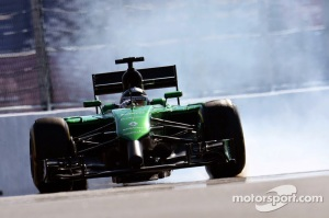 2fa0f-f1-russian-gp-2014-kamui-kobayashi-caterham-ct05-locks-up-under-braking
