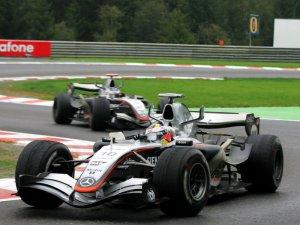 2005-belgian-grand-prix-juan-pablo-montoya-and-kimi-raikkonen