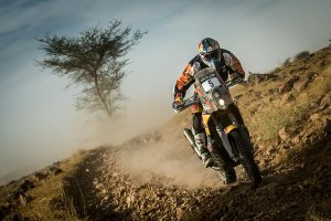 sam-sunderland-racing-his-ktm-to-victory-in-the-rally-oilibya-morocco-2015