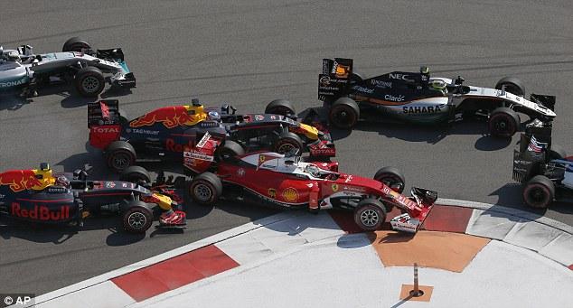 Daniil Kvyat, Daniel Ricciardo, Sebastian Vettel - Russian GP