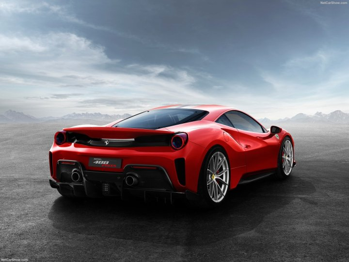 Ferrari-488_Pista-2019-1600-04
