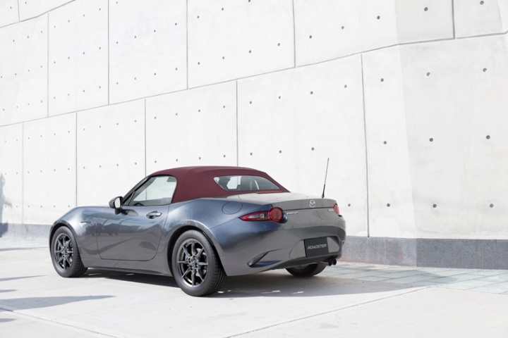 mazda-updates-mx-5-for-2018-suspension-and-steering-included-121241_1