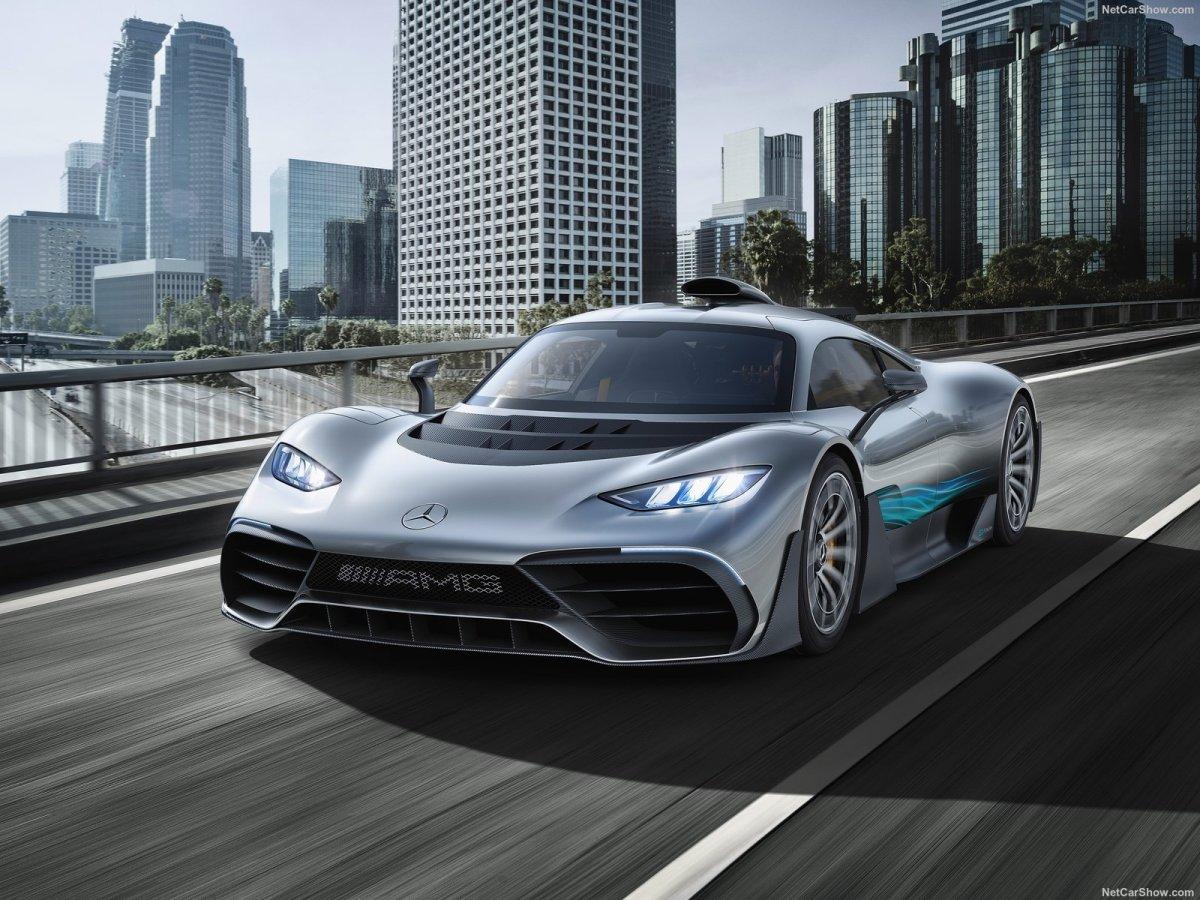 Estrada - A Mercedes-AMG está com dificuldades em adaptar o motor de F1 para uso em estrada