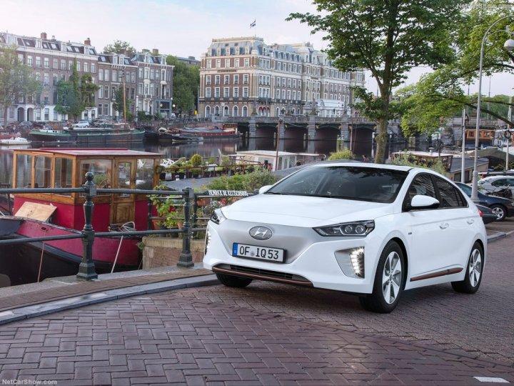 Hyundai-Ioniq-2017-1024-06