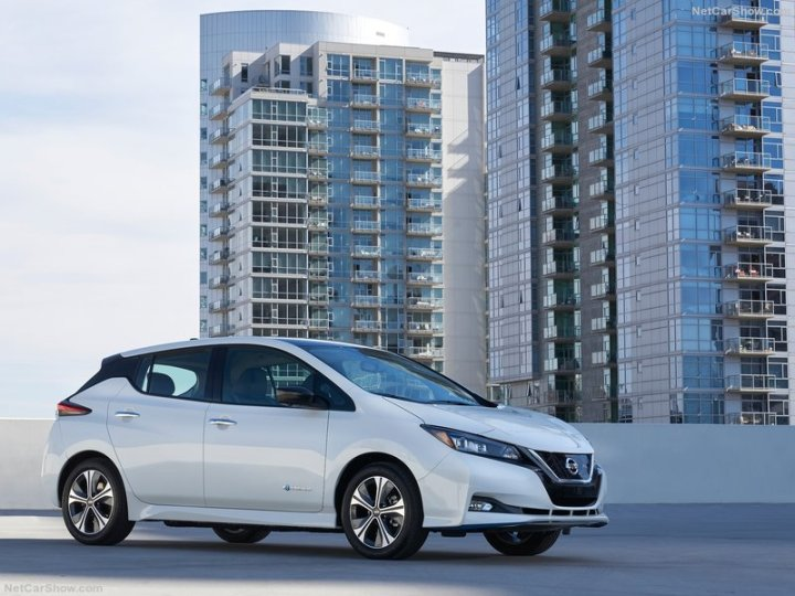 Nissan-Leaf_e_plus-2019-800-01
