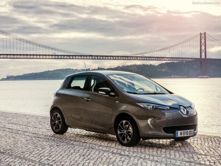 Renault-Zoe-2017-800-02