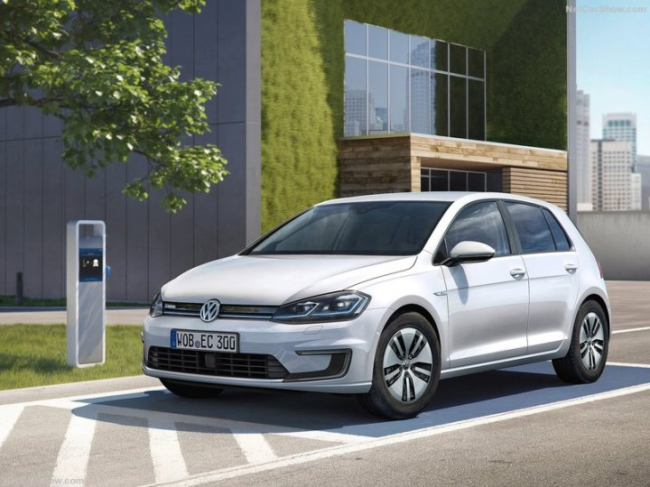 Volkswagen-e-Golf-2017-800-01