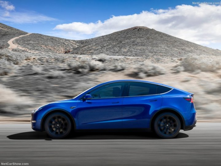 Tesla-Model_Y-2021-800-02