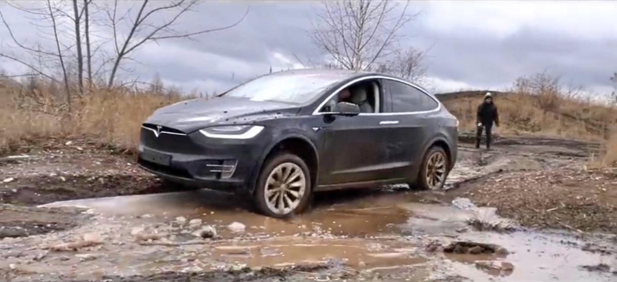 Estrada - Conseguirá um Model X safar-se no fora de estrada?!